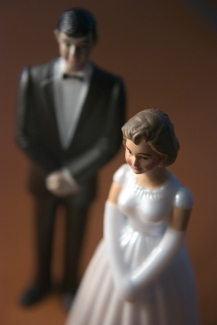 bride-and-groom-figurines-1-1313897